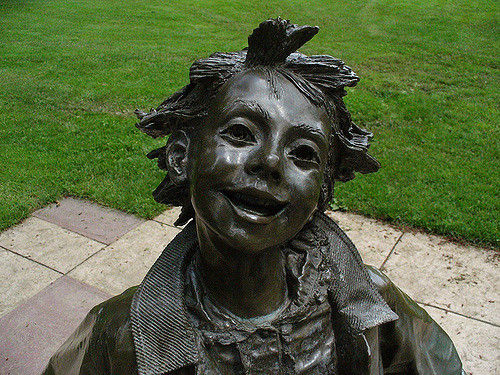 Image: Beverly Cleary Sculpture Garden, Grant Park, Portland, CC BY-NC-SA 2.0 by Krista Kennedy on Flickr